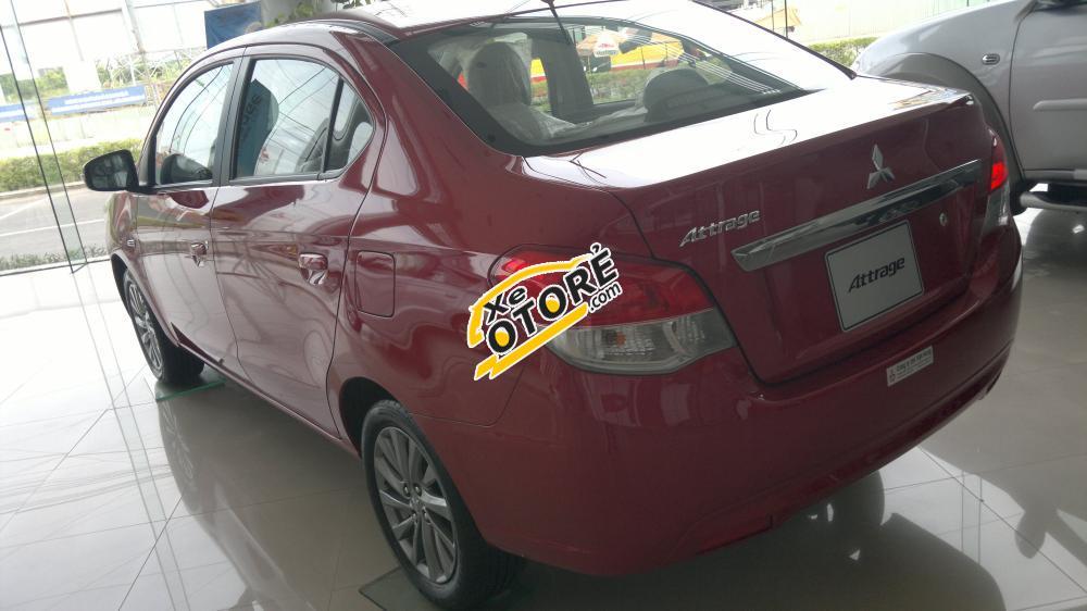 Mitsubishi Attrage MT màu đỏ sản xuất 2016, khuyến mại lớn lên tới 25 triệu đồng tiền mặt.