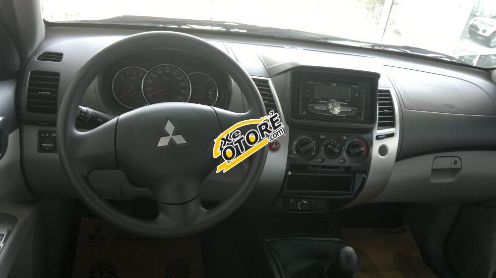 Bán Mitsubishi Pajero Sport máy dầu, 1 cầu, số sàn 2WD-MT màu đen đời 2016