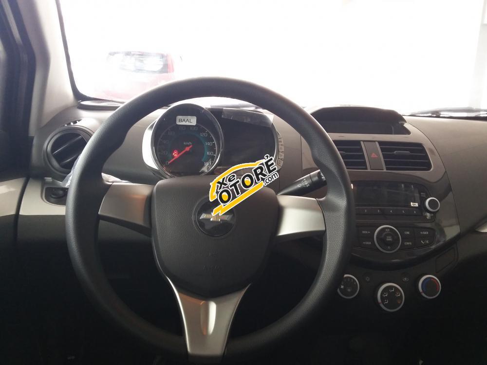 Chevrolet Spark LS màu đỏ KM khủng