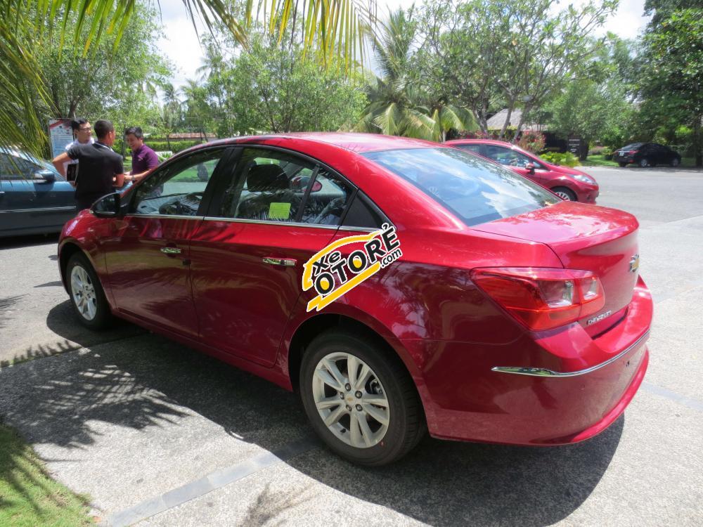 Cần bán Chevrolet Cruze 1.8 AT đời 2015, màu đỏ