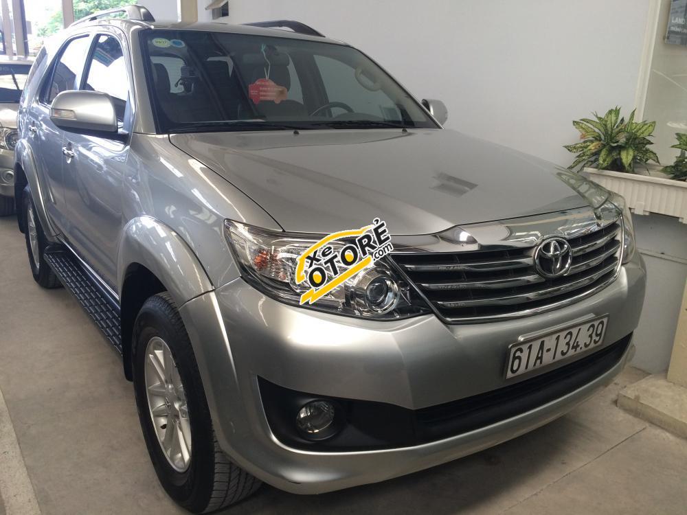 Cần bán xe Toyota Fortuner V đời 2013, màu bạc, giá chỉ 890 triệu