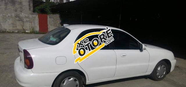 Em bán Daewoo Lanos MT đời 2002, màu trắng số sàn, giá chỉ 95 triệu