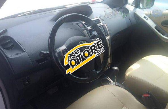 Em bán ô tô Toyota Yaris AT đời 2009, màu trắng số tự động