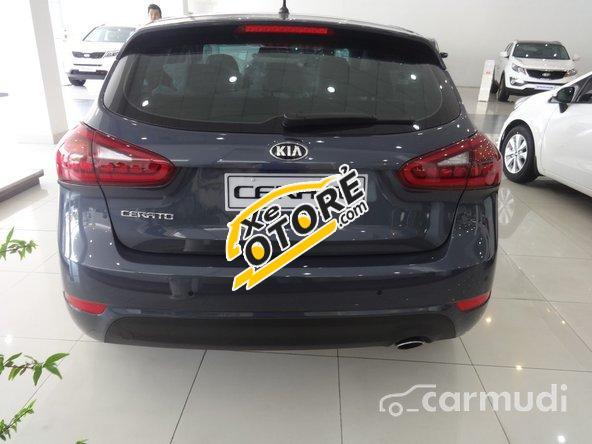 Cần bán xe Kia Cerato đời 2015, nhập khẩu chính hãng