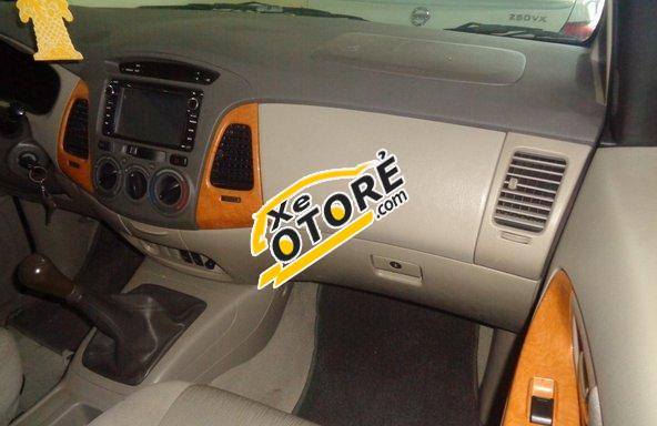 Salon Auto Toàn Phát bán Toyota Innova G MT đời 2011, màu bạc