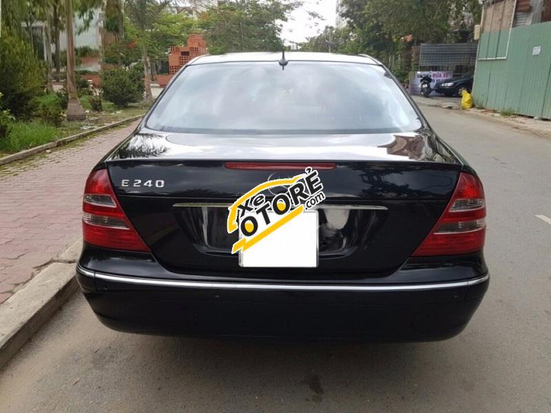 Bán Mercedes E240 năm 2004, màu đen số tự động, giá chỉ 445 triệu