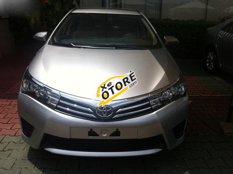 Cần bán xe Toyota Corolla altis 1.8MT đời 2016, màu bạc