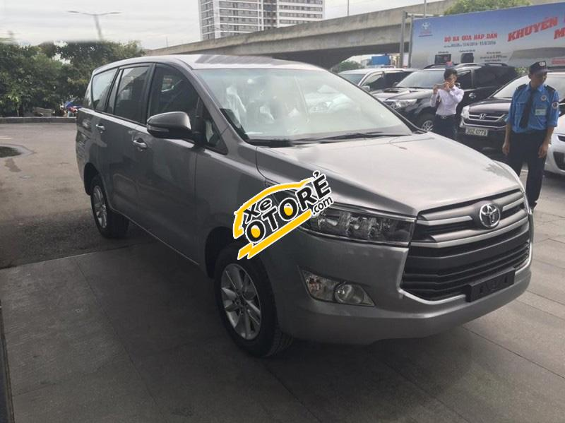 Cần bán Toyota Innova 2.0E đời 2016, màu bạc, 758tr