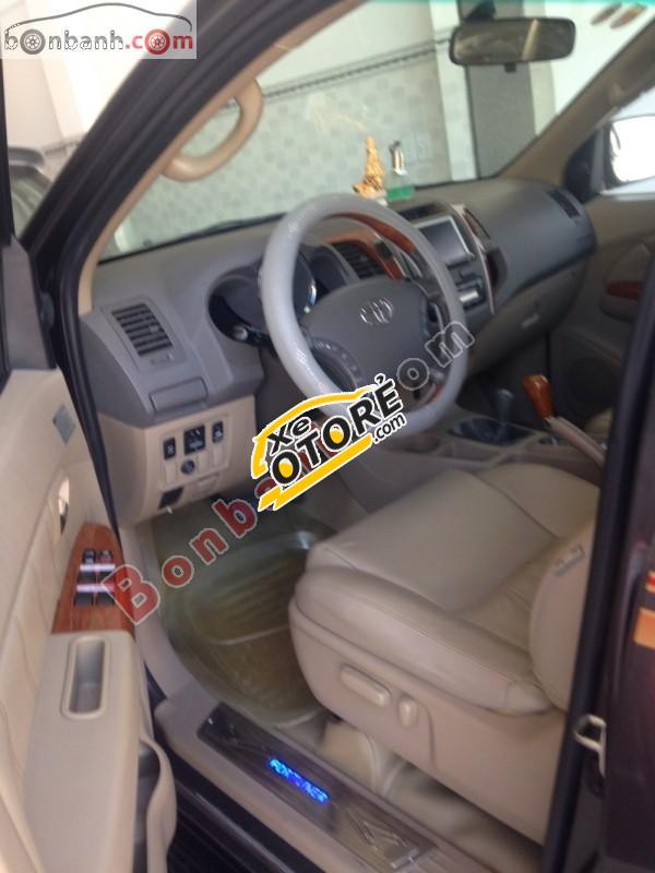 Mình cần bán Toyota Fortuner 2.7V 4x4AT năm 2009, màu xám