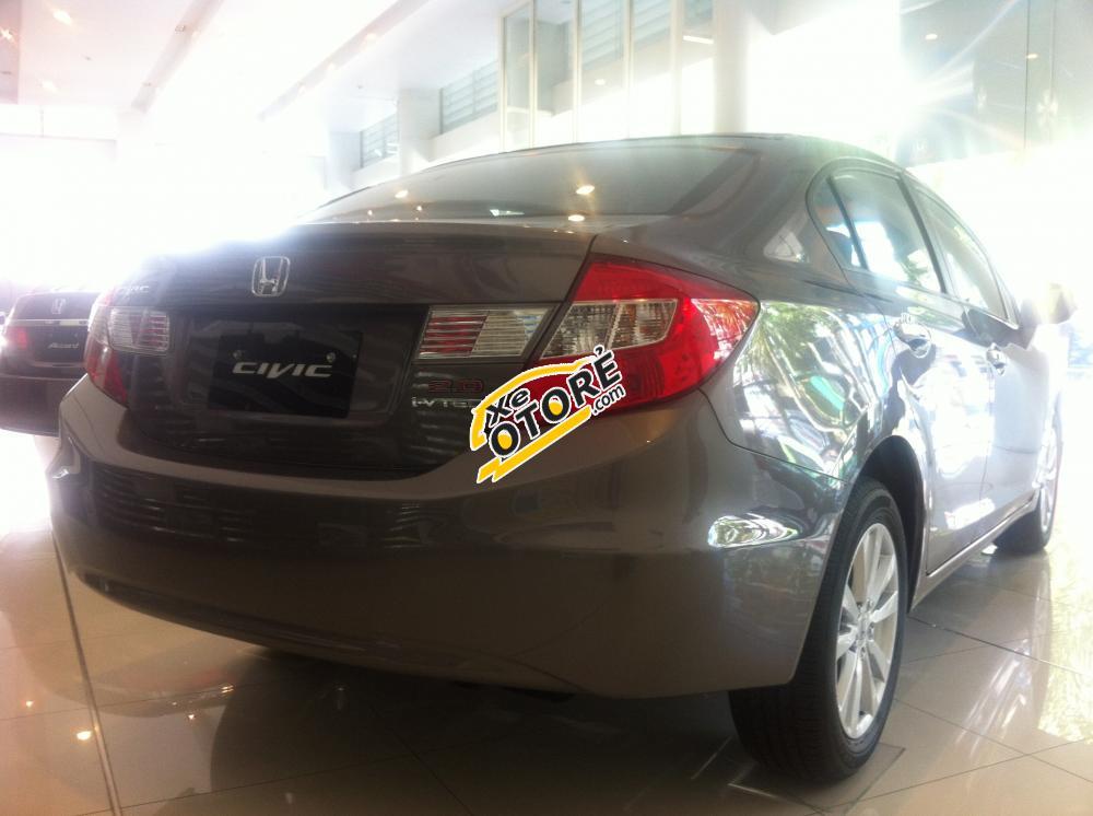 Cần bán xe Honda Civic 1.8AT sản xuất 2015, hộp số tự động 5 cấp