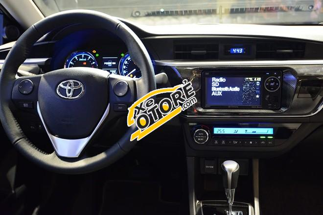 Bán Toyota Corolla altis 1.8 AT năm 2017, màu bạc, đang có khuyến mại
