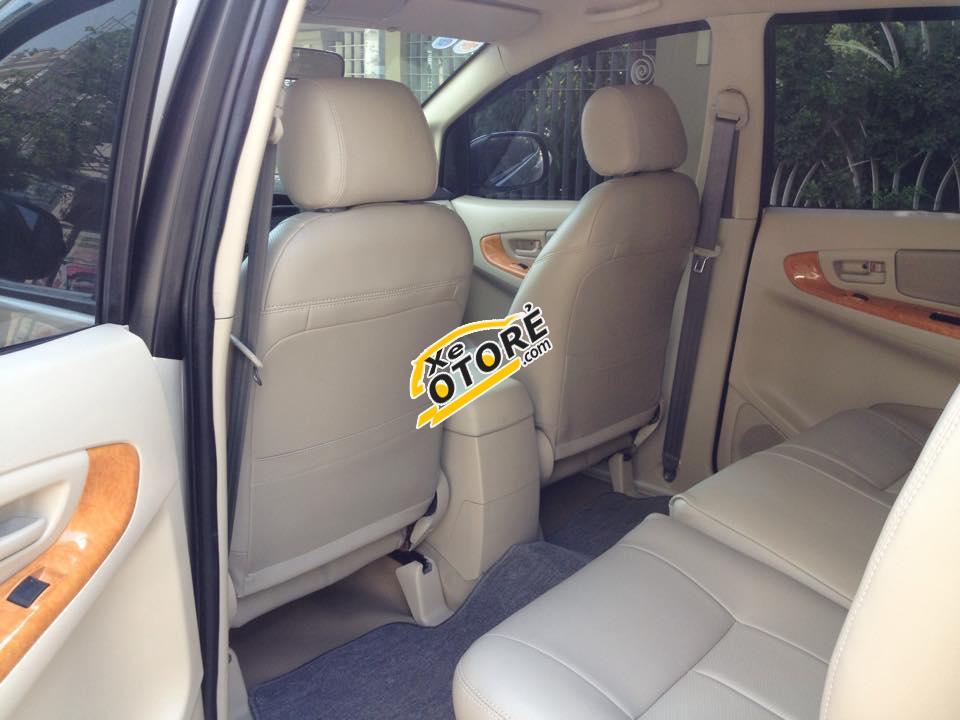 Cần bán Toyota Innova 2.0 G năm 2011, màu bạc chính chủ