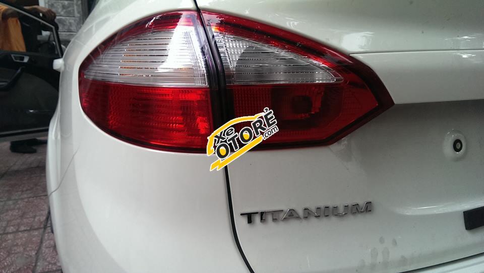 Bán xe Ford Fiesta Titanium đời 2016, màu trắng, 528 triệu giao xe luôn đủ màu. LH: 0945103989