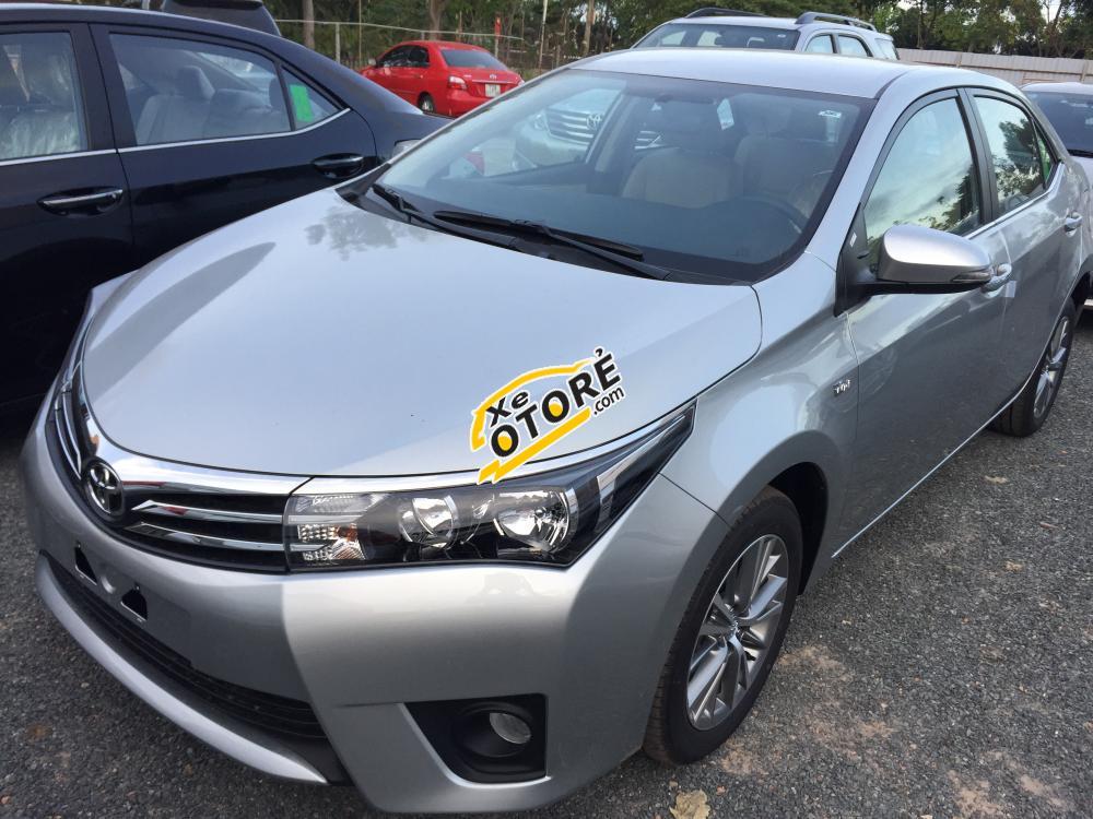 Mình bán xe Toyota Corolla altis 1.8 AT đời 2015, màu bạc, 797 triệu