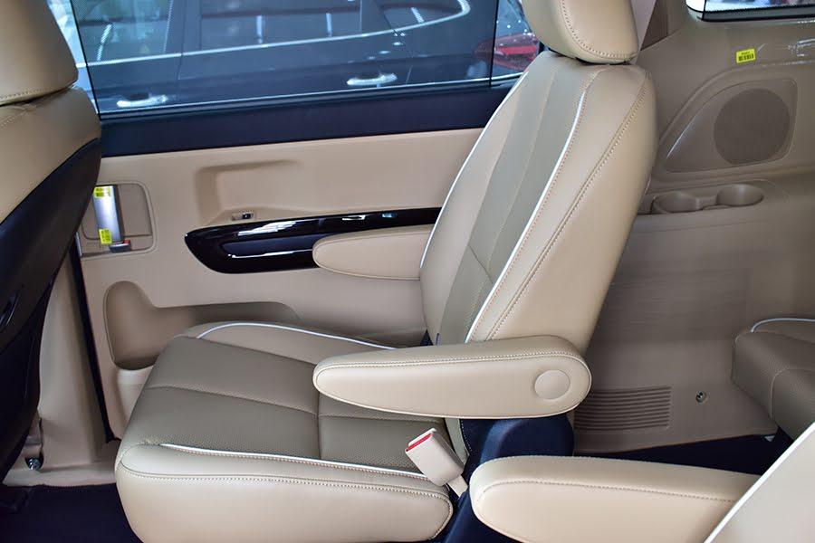 Bán xe Kia Sedona Luxury máy dầu 2021, màu trắng