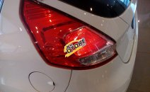 Cần bán xe Ford Fiesta 1.0 Ecoboot đời 2016, đủ màu, giao luôn. Gọi ngay 0945103989 nhận giá tốt nhất