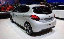 Bán Peugeot 2008 đời 2015, màu trắng, nhập khẩu, 850 triệu