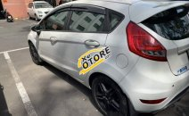 Cần bán Ford Fiesta, đời 2011, số tự động, màu trắng, đi được 75,000 km