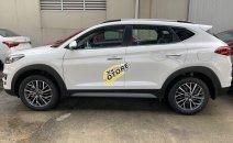 Bán xe Hyundai Tucson Facelif 2020, màu trắng xe giao ngay
