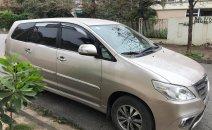 Cần bán Toyota Innova E 2015, màu vàng 386tr